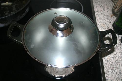 23 - Topf mit Wasser aufsetzen / Bring water to cook