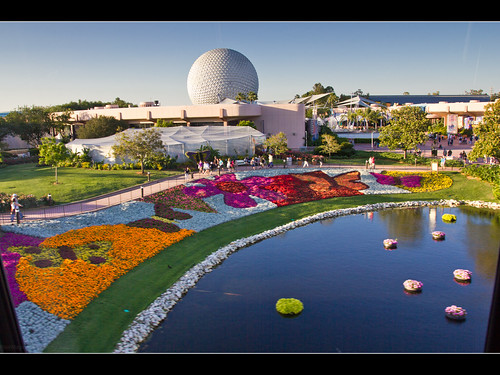 monorail waltdisneyworld epcotcenter spaceshipearth futureworld ef1740mmf4lusm internationalflowerandgardenfestival monorailteal canonrebelt2i