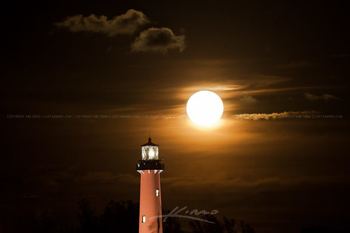 Red-Light-Under-Golden-Moon-Jupiter-Lighthouse-May-2013