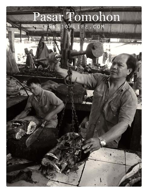 pedagang ular pasar tomohon