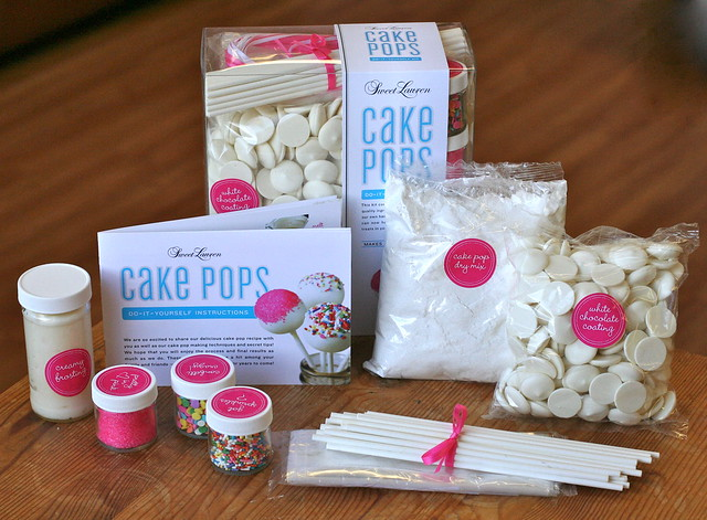 See what's inside our Sweet Lauren Cake Pop Kit