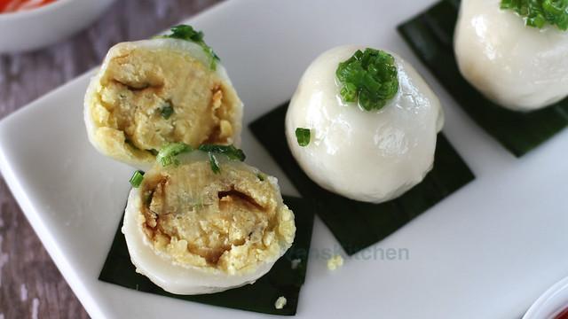 Vietnamese sticky rice dumplings (Bánh ít trần)