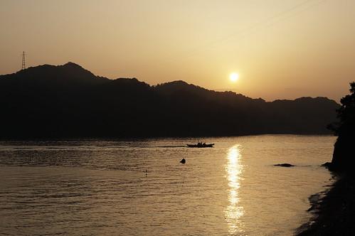 太陽 海 日の出 朝日