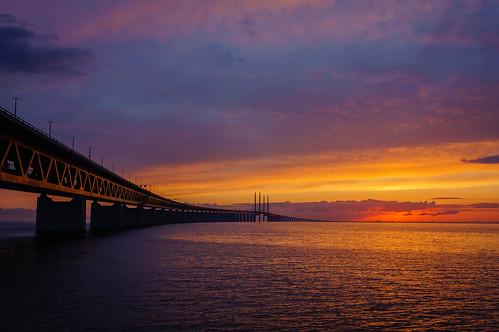 bridge sunset sky orange sun water clouds dark denmark day purple cloudy sweden structure explore setting malmö öresund øresundbridge skånecounty