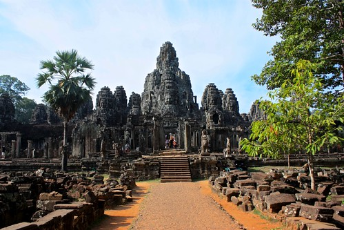 But there are many faces from the Angkor Thom Bayon from this angle.