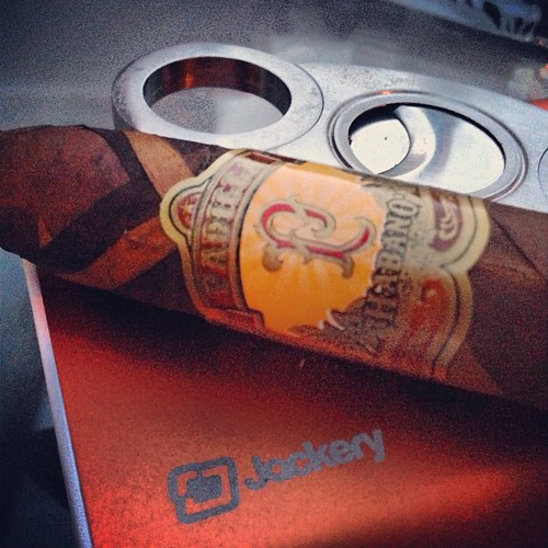 Mixing it up...a @padillacigars Burberry Habano from 2009.