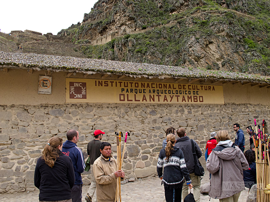 Arriving at the impressive ruins of Ollantaytambo.