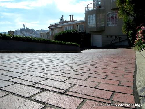 Lombard_streetlevel