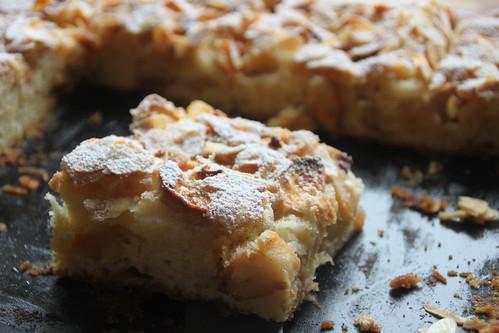 Apfelkuchen mit Mundraubäpfeln.