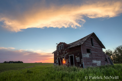 morning pink blue sunset red summer sky orange cloud sunlight house canada building green art abandoned nature beautiful yellow horizontal architecture rural sunrise canon spectacular landscape evening photo winnipeg purple outdoor decay fine ruin patrick manitoba photograph forgotten through 6d mcneill canon6d wrench777