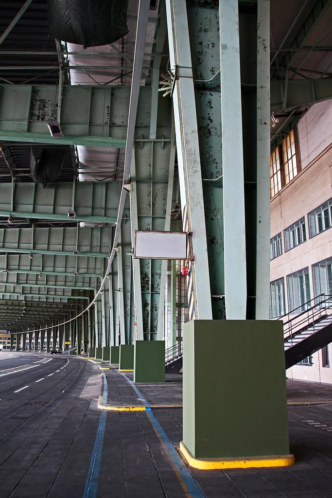 Führung im alten Flughafen Tempelhof