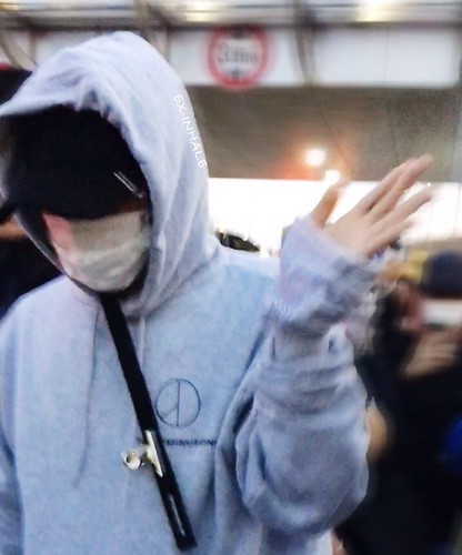 G-Dragon arrival Seoul 2016-10-28 from Hawaii (2)