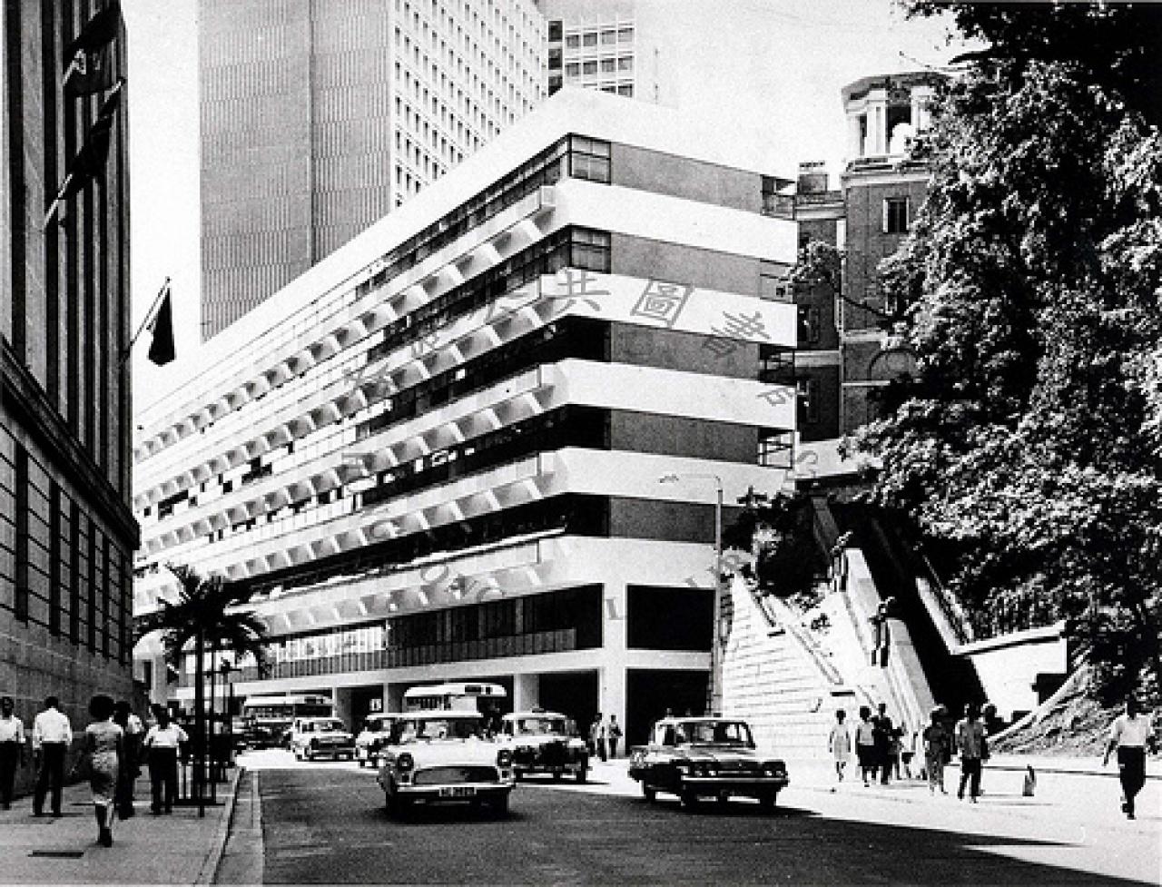 以往的拱北行樓上設有政府飯堂,餐價便宜。(香港公共圖書館)