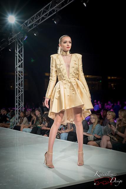 End of Runway, Full Body - Community Night, Phoenix Fashion Week 10-13-16