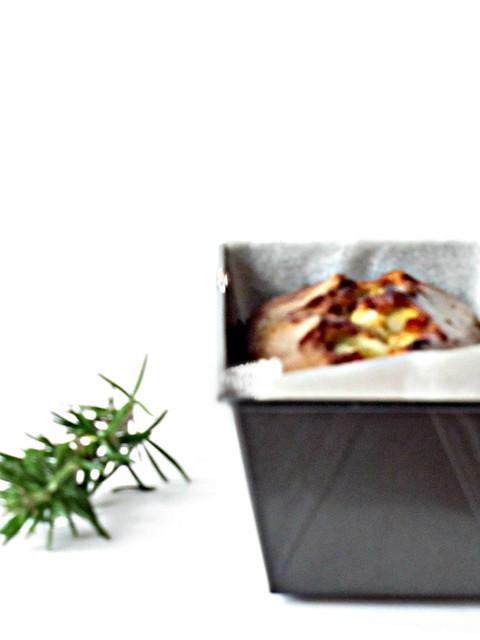 Cake Saraceno con Formaggio alle Noci, Rosmarino e Mostarda di Pere