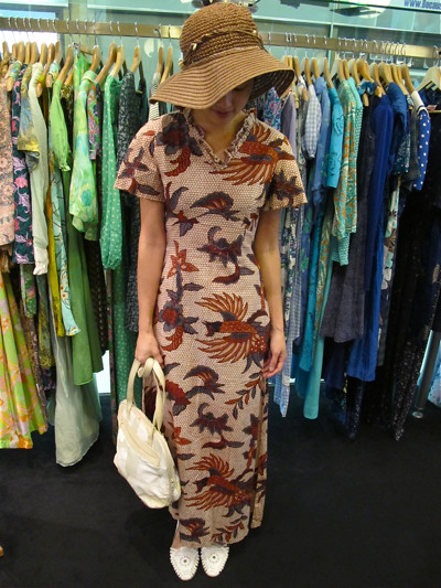 Batik, anyone? 1970s dress (Size: XS) with an awesome bird and flower motif. Worn with a 1980s patchwork bag and white 80s sandals. The hat's our own!
