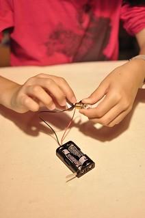 20130328-步驟1電線連接燈泡-1