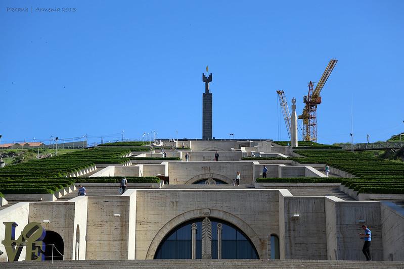 khu tưởng niệm Yerevan Cascade ở Armenia