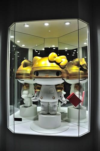 金色頭盔的Robot Kitty