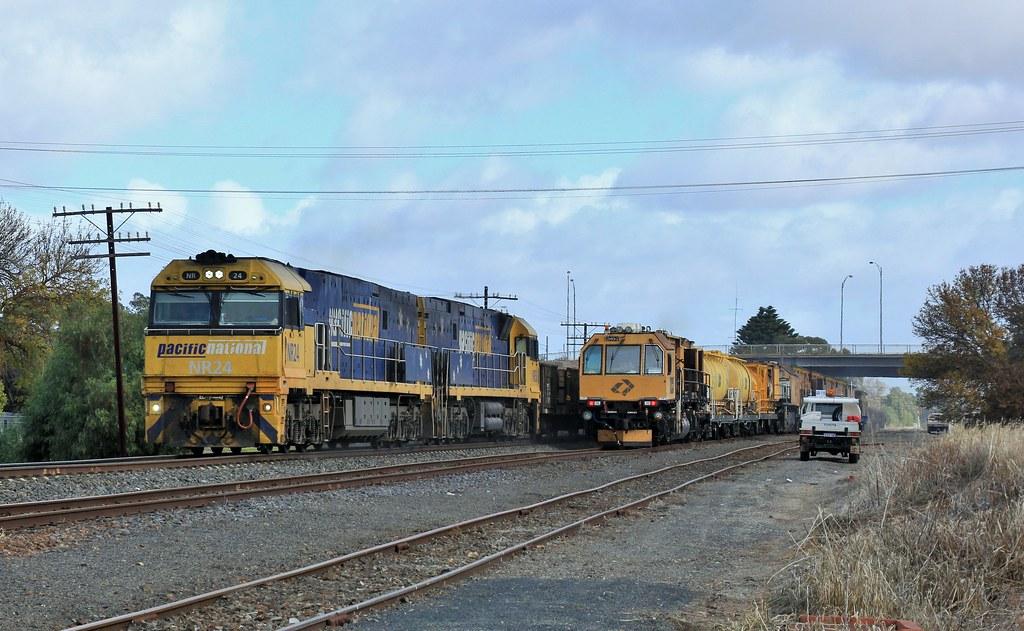 NR24 and NR58 lead XW4 steel service past Aurizon's RG331 by bukk05