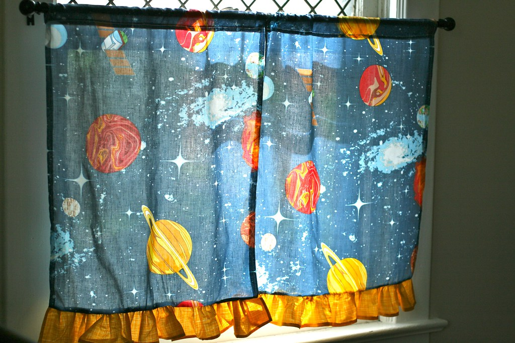 Cafe Curtains from a Pillowcase