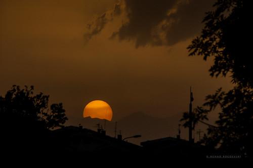sunset golden hour sundown novo lisice aerodrom skopje makedonia macedonia sun rays sunrays beams sunbeams light shadow clouds silhouette sunspots spots traffic city