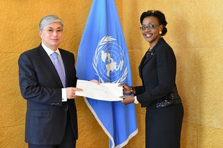 NEW PERMANENT REPRESENTATIVE OF BAHAMAS PRESENTS CREDENTIALS TO DIRECTOR-GENERAL OF UNITED NATIONS OFFICE AT GENEVA