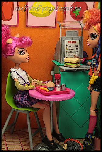 Lunchtime by DollsinDystopia