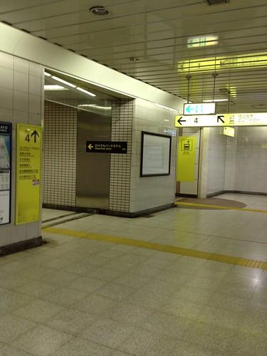 ロイヤルパークホテルへ by haruhiko_iyota