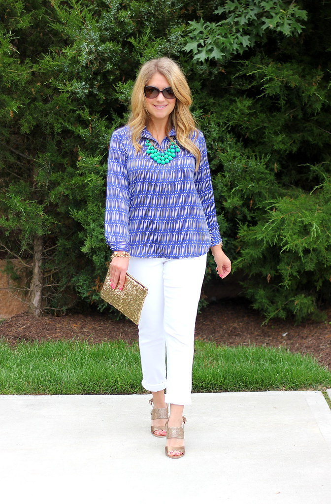 ikat and white jeans summer sprint outfit idea