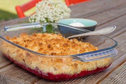 Vaarika-kookosevorm. Raspberry and coconut crumble.
