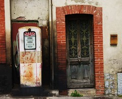 Quillan, vieille pompe à essence