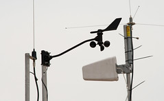 lamp(0.0), mast(0.0), wind(0.0), street light(0.0), electricity(0.0), lighting(0.0), machine(1.0), light(1.0), line(1.0), iron(1.0), antenna(1.0),
