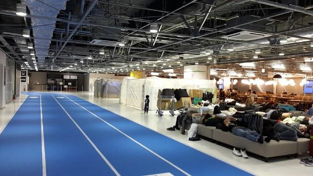 成田機場第三航廈內部美食廣場及休息區