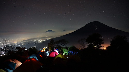 travel light mountain night landscape hiking sony gunung merapi tenda merbabu pendaki sindoro sumbing nex5t