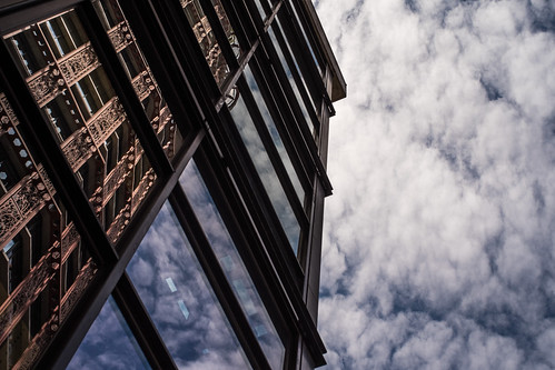 amazing fluffy cloud woodwards reflection -vancouver-gastown-xe2-zeiss35-2-20150617-DSCF6588.jpg
