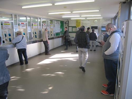 金沢競馬場の外向前売発売所