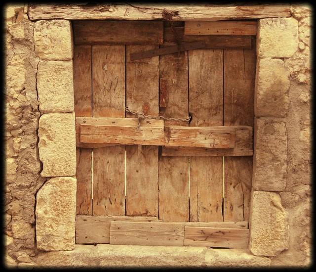 Abruzzo castel di ieri porta di antico fienile www - Replica porta a porta di ieri ...