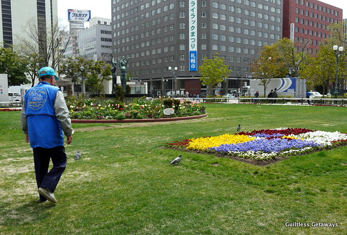 sapporo-lilac-festival-odori-park-tourist-volunteer.jpg