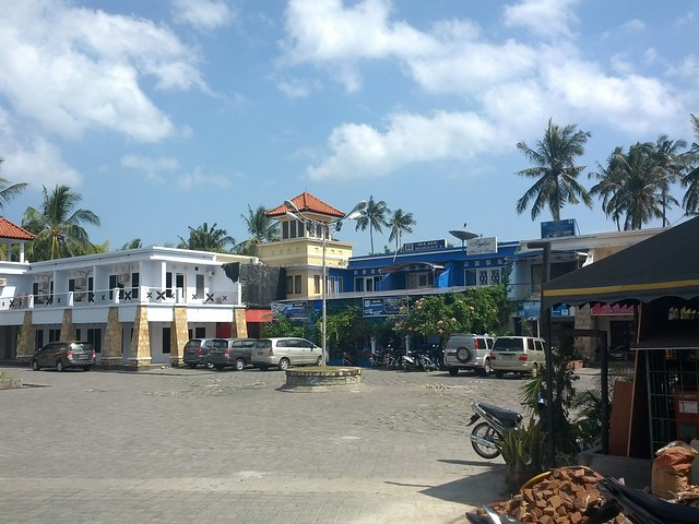 Площадь рядом с Senggigi Beach