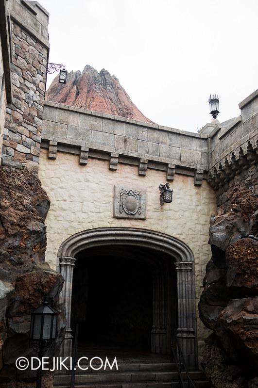 Tokyo DisneySea - Mediterranean Harbor / Fortress Explorations / Archway