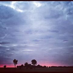 Good evening! Un grand bonjour de Sepvret #paysmellois #sky #ciel