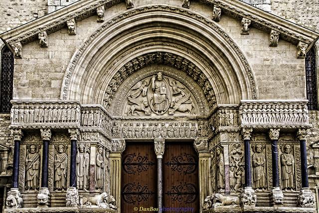Église de Saint-Trophime (Arles) : le portail.