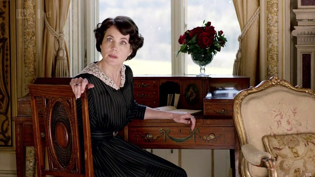 DowntonAbbeyS02E04_Cora_desk2