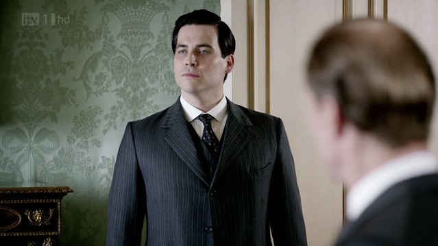 DowntonAbbeyS02E08_Thomas_stripedsuit