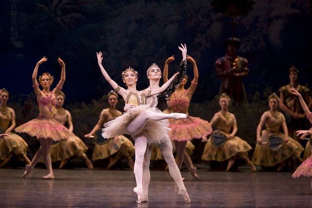 Hikaru Kobayashi as Gamzatti and Sergei Polunin as Solor in La Bayadère © Bill Cooper/ROH 2008
