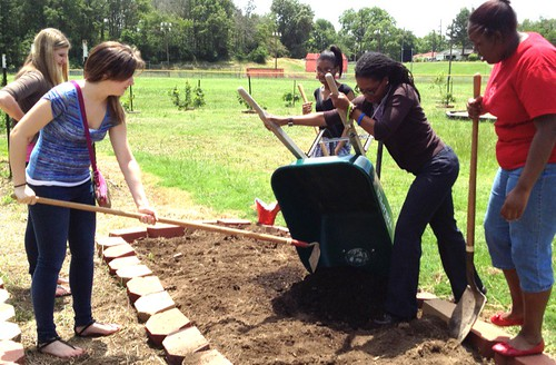 Caddo Magnet HS students / Valencia Communty Garden / photo Keri Stevenson by trudeau