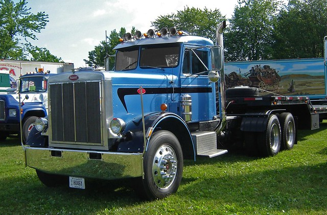 1971 Peterbilt 359 http://www.flickr.com/photos/jackbyrneshill/7382166774/