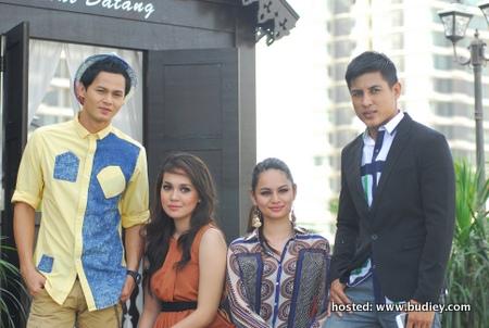 Ryzal Jaafar (Adam), Nellydia (Vina), Izara Aishah (NAziha) & Erry Putra (Farouk)