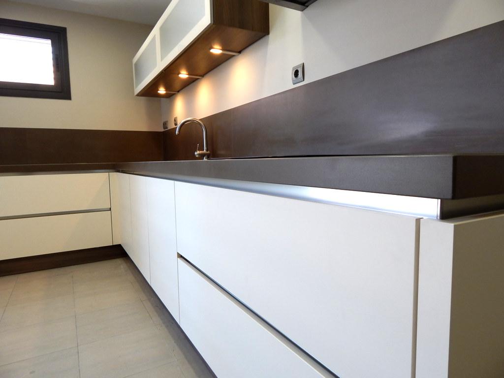 Muebles de cocina modelo HIT, con gola  cocinasalemanascom